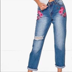 Boohoo Blue Embroidered Flower Jeans Size 6